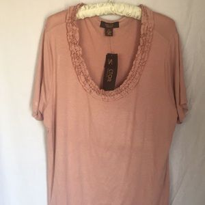 🔴 Rose colored blouse